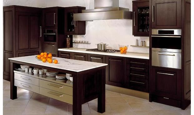Kitchen Matrix - Kitchen Matrix designs and installs custom kitchens that surprise and delight their customers. Their individually handcrafted kitchens incorporate captivating designs with wonderful functionality. #Modern #Classic #Traditional #Timeless #Transitional #Contemporary #Cabinetry #KitchenDesign