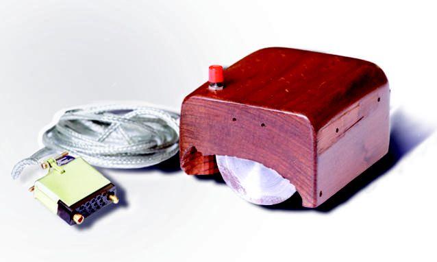 C'era una volta un pezzo di legno (e una palla da bowling)... il primo mouse della storia  http://mytech.panorama.it/storia-del-mouse-engelbart