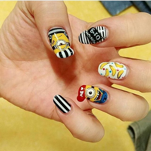 A #naildesign that is despicably cute! @sungshin_nail definitely nailed this #minion design!