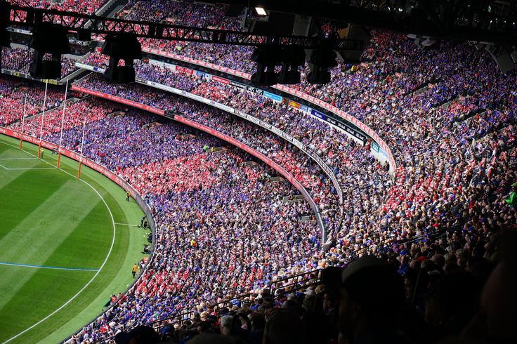 MCG 2016 Grand Final The premiership decider drew an attendance figure of 99,981 – some 8000 shy of the Dogs' biggest ever crowd of 107,935, which also occurred in a grand final back in 1961 against Hawthorn, and about 5000 short of the Swans' largest crowd in the 1970 semi-final against St Kilda (104,239).