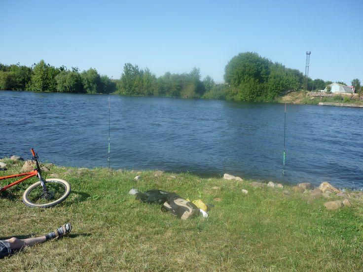 Прогулка по коломенскому. Валяться на травке. Кататься на велосипеде. Ловить рыбу.