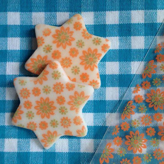 BarraDoce.com.br - Confeitaria, Cupcakes, Bolos Decorados, Docinhos e Forminhas: Como Aplicar Transfer Para Chocolate Em Pasta Americana