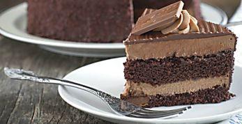 Receita fácil de bolo delicioso com creme de chocolate