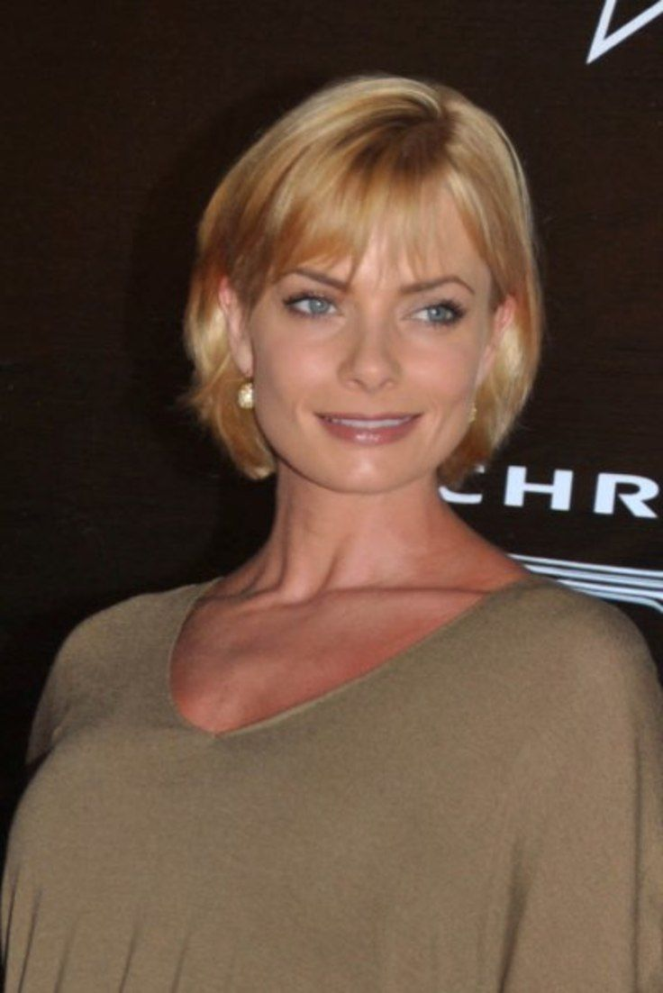 Jaime Pressly's blonde, bob hairstyle