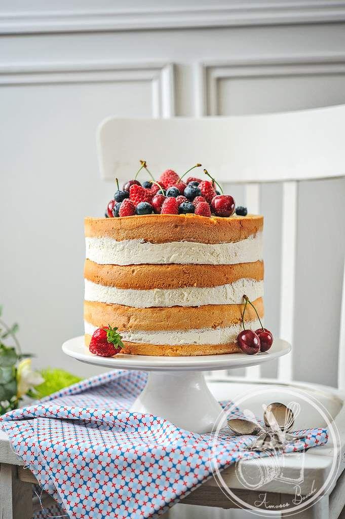 Le Nakes Cake ou gâteau nu, est très tendance en ce moment ici . C'est en résumé, un gâteau non fini, sans déco ou presque. Une superposition de génoise, de crème, de fruits (très en hauteur comme le fond les anglo-saxons) mais au moment de le recouvrir...