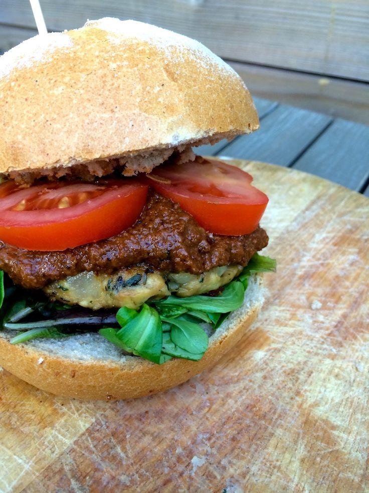 Tempehburger met pindasaus