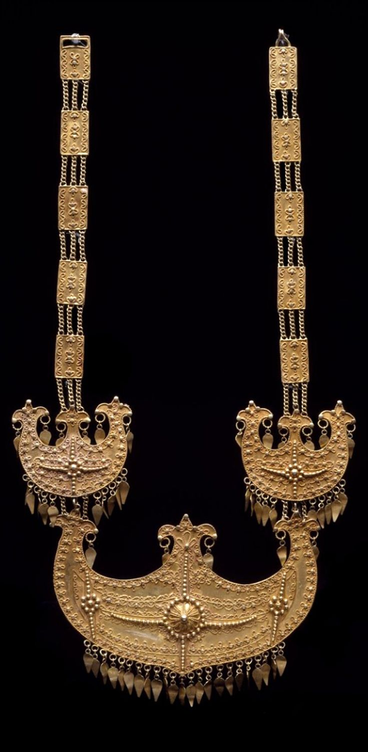 Indonesia ~ Bugis | Necklace; gold | Early 20th century ||| {GPA}