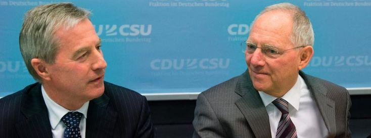 """Bankenpräsident Fitschen (l.), Finanzminister Schäuble: """"Im Ton vergriffen"""""""