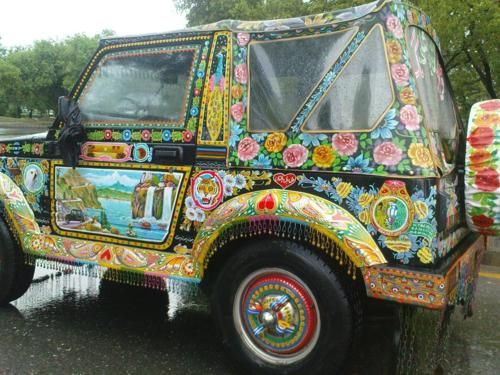 Frida Kahlo would certainly loved this  ❀Bucketlist wanna have ❀ Funky Ride ❀ Pakistan truck art
