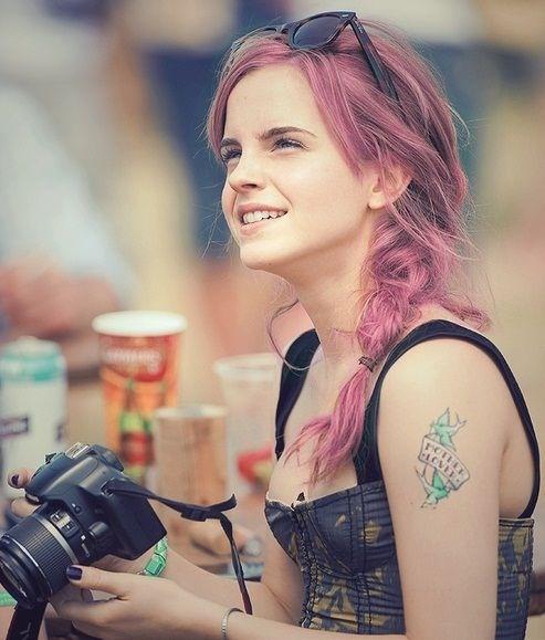 Ema Watson with pink hair!