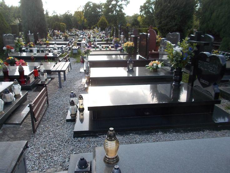 Usługę sprzątania grobów wykonujemy na wszystkich cmentarzach we Wrocławiu, Osobowice, Grabiszyn, Pawłowice, Jerzmanowo, Leśnica, Psie Pole, a także cmentarzach parafialnych we Wrocławiu. tel 504-746-203