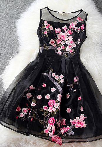 Highlight with flower embroidery and organza material, this dress is charming and luxurious. It suit for any occasions: prom party, evening date, daily dress or even birthday party. It worth to get it. black dress