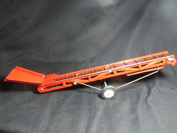 Tur Scale red conveyor belt grain elevator with hopper in 1