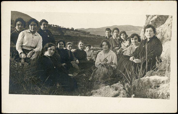[Grupo de mujeres en el campo : Bellús]. (1922 a. de) - Anónimo