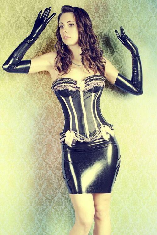 born-in-latex:  Latex Girl http://shiny-passions.blogspot.com/