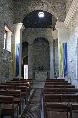 La chiesa del castello di Sperlinga (EN), con le pareti totalmente prive di decorazioni