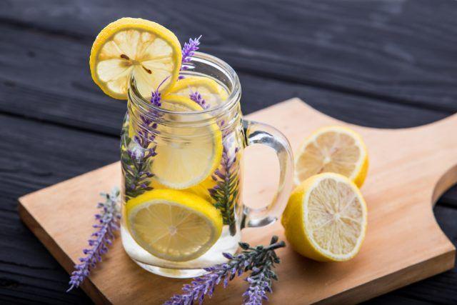 Bevande senza calorie per combattere il caldo