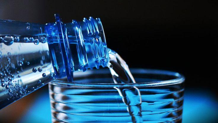 #Las razones por las que nunca debes rellenar de agua tus botellas de plástico - RT en Español - Noticias internacionales: RT en Español -…