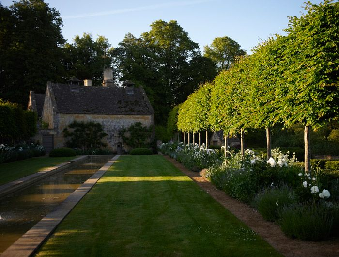 jinny blom / temple guiting, cotswold garden / repinned on Toby Designs