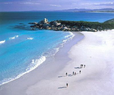 Binalong Bay - Bay of Fires in north east tasmania. St. Helens offer easy access to Binalong Bay - Bay of Fires in north east tasmania