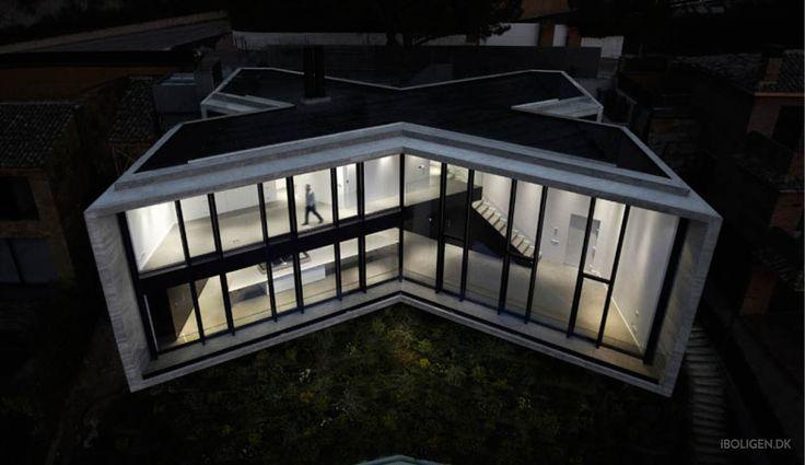 Derfor byggede man et X-formet hus på bjerget