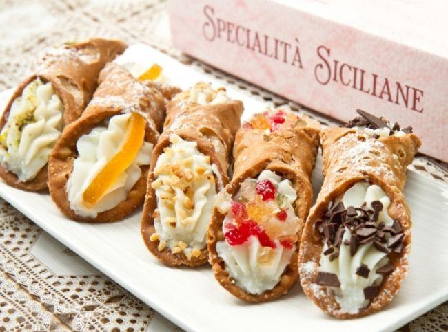 Знаменитый итальянский десерт – обжаренные во фритюре  трубочки с нежным сливочным кремом. – читайте на Domashniy.ru