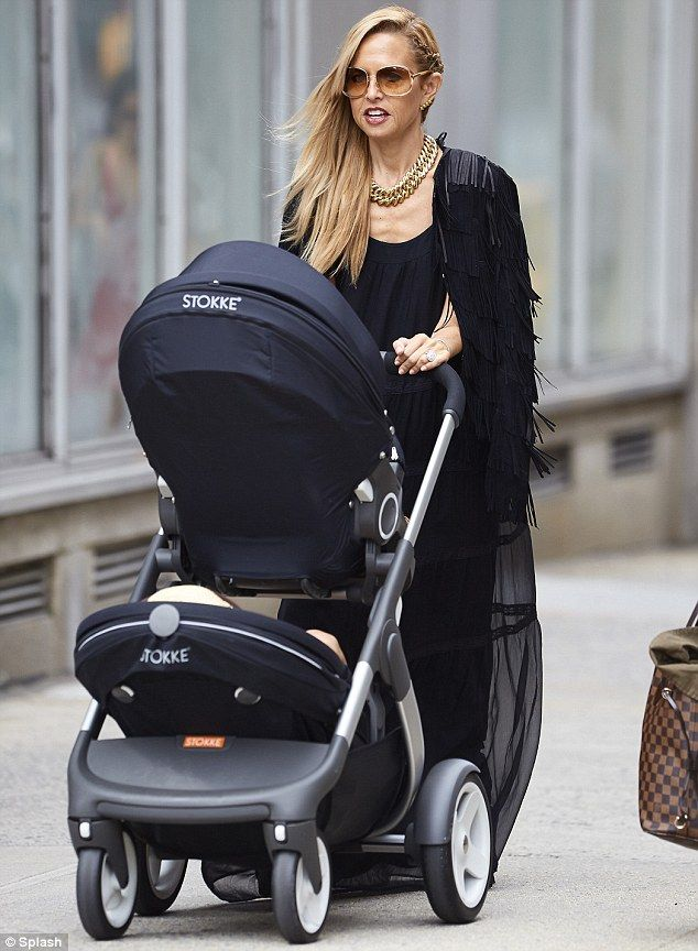 Attention To Detail Rachel Zoe Stepped Out With A Color Coordinated Stylish Stokke Crusi