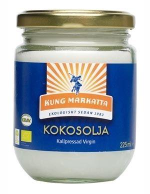 3. Skaffa en bra kokosolja. Den kan du använda som kroppsolja, till ansiktet och som hårinpackning. Dessutom kan du steka mat i den, blanda den i din smoothie och smörja läpparna med den. Kung Markattas ekologiska och kallpressade kokosolja hittar du i välsorterade matbutiker och även här, 225 ml för 49 kronor.
