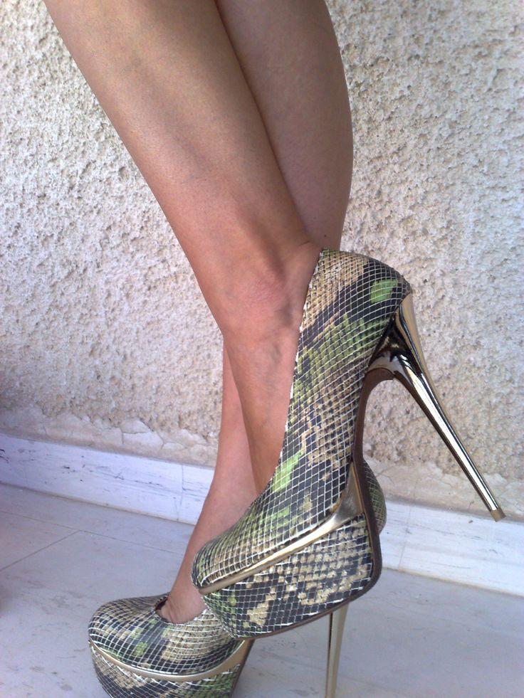 Drees2impress  by Ioannis Giamouridis / anaconda heels