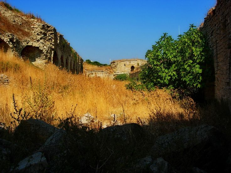 Seddülbahir Kalesi alt avlu.. Seddülbahir Fortress lower courtyard..