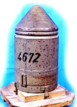 Hohl-Sprungmine 4672. This was a bounding mine with a Panzerfaust shaped charge warhead. A passing vehicle would roll over the arming rod, ejecting the mine upwards to detonate in the belly of the vehicle. A secondary fuse permitted detonation in the event the impact fuse failed to go off. The mine weighed 4.5 kg (10 lbs) and had a 1.6 kg (3.5 lb) shaped charge. Introduced in January 1945, only 59,000 were produced because of priority for the Panzerfaust