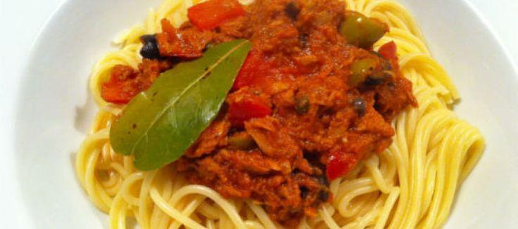 Vis uit Blik recept: Tonijnspaghetti met kappertjes en olijven | Lekker Tafelen