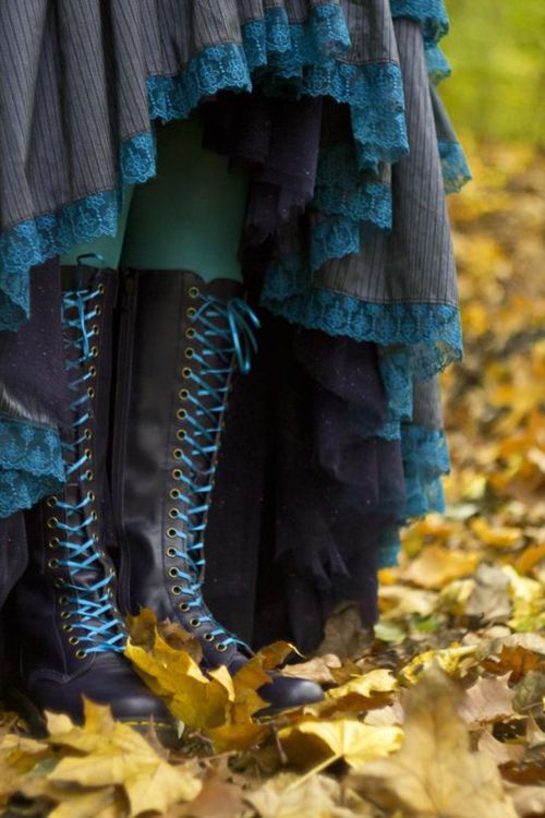 Match your boot laces (and bodice lacing) with your dress, petticoat,  or trim.