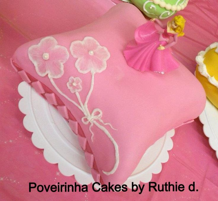 Disney Princess Aurora pillow birthday cake. Poveirinha ...