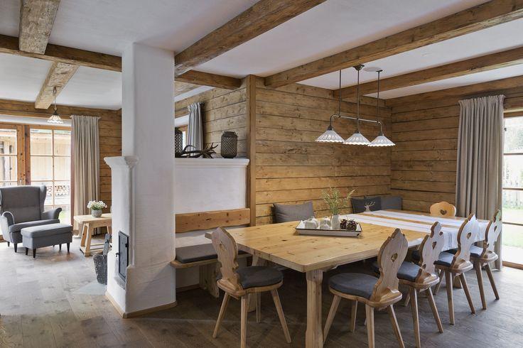 Wohn- und Essbereich im Chalet // Living and dining area in the chalet