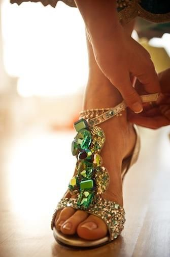 I want so bad!!! Who made these shoes!! Emerald Green and Gold jewelled shoes - just gorgeous