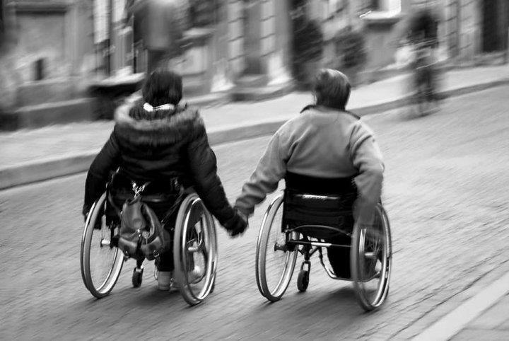 Un pavé dans la mare: l'accessibilité pour les personnes handicapées #unpavédanslamare #coupdegueule #accessibilité #handicap