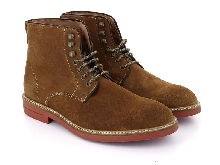 Chaussure montante cuir pour homme.