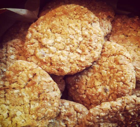 Anzac biscuit recipe - Yummy, yummy, yum yum. :-) xx