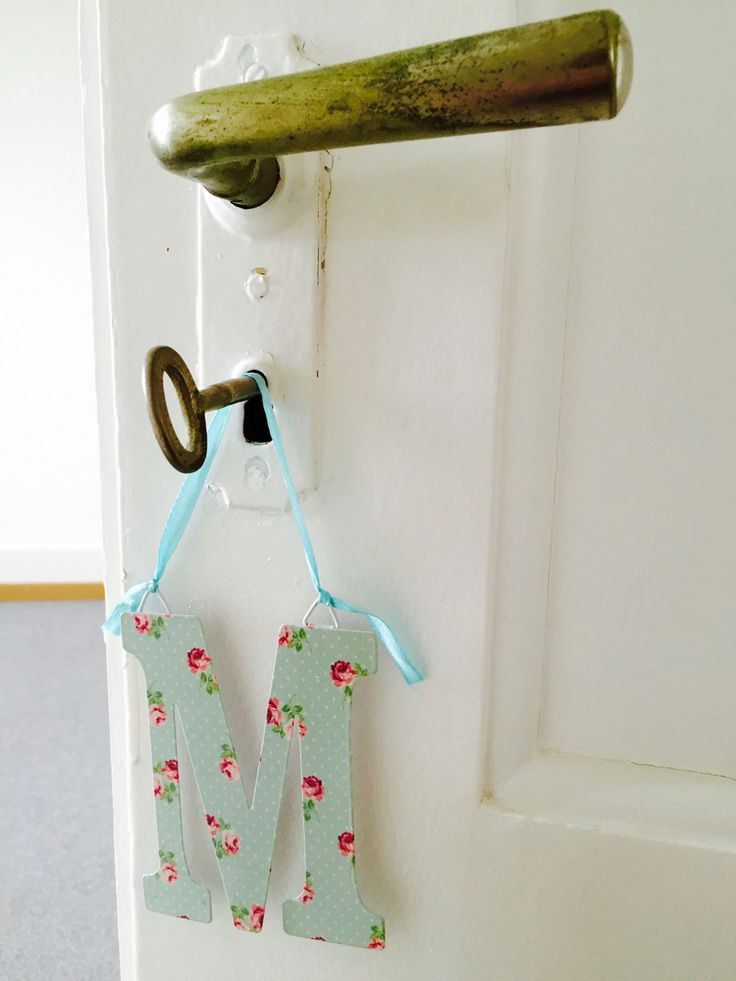 Signs every room with a small different hangdoor