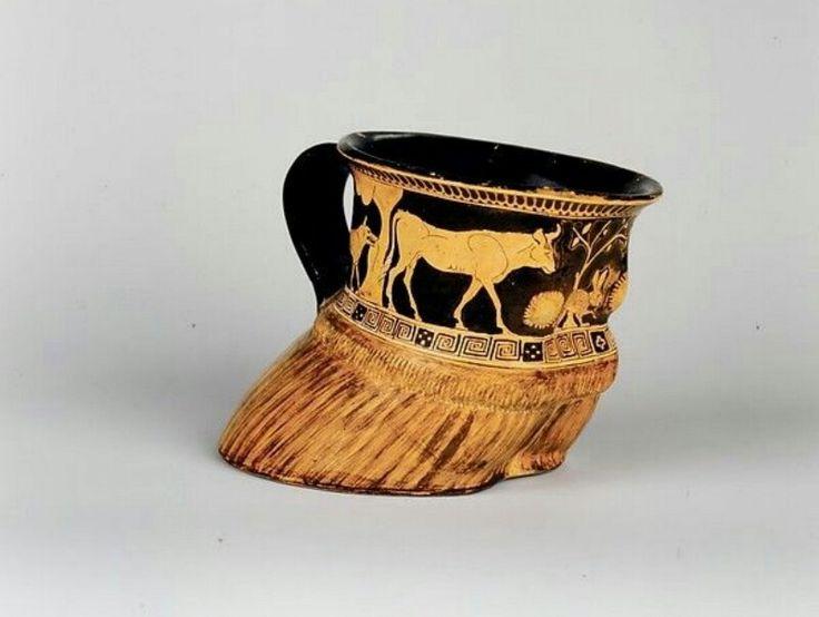 Coppa a zoccolo di bue - 470 a. C. ca. - Periodo classico - Ceramica dipinta (si tratta di uno dei primi esempi di arte naturalistica greca) - Metropolitan Museum di New York