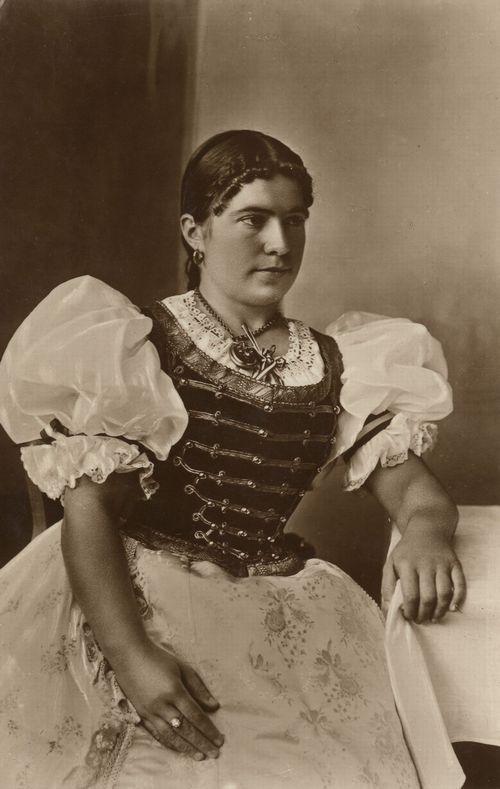 Szegediner Bauernmädchen in Festtracht, Ungarn, Postkarte, ca. 1900