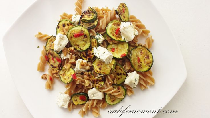 HEALTHY PASTA SALAD: GRILLED ZUCCHINI, GOAT CHEESE AND WALNUTS