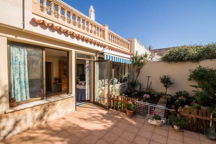 Lägenhet med trädgård i populära Molinar till salu