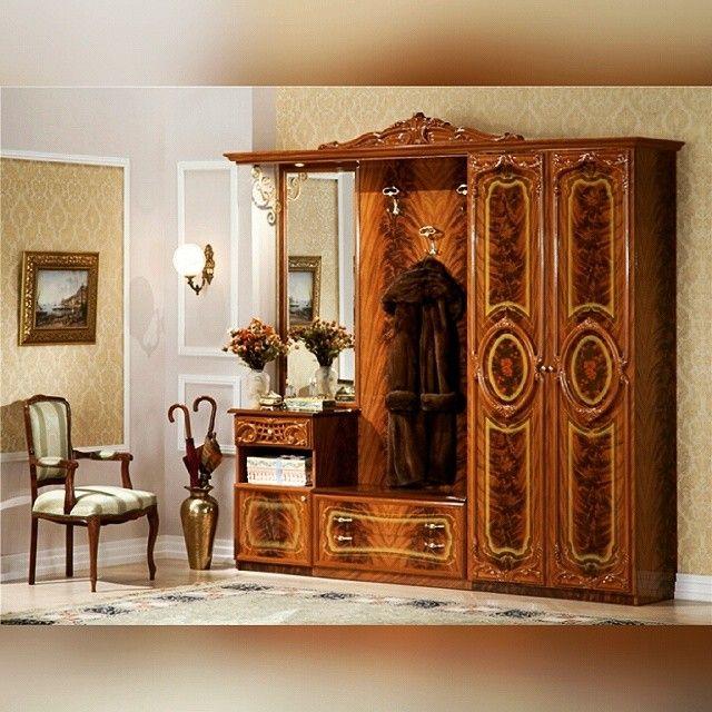 Мебель в стиле барокко отличается очень эффектным внешним видом. Это не удивительно. Она выполняется из ценных пород дерева. Имеет величественные формы. Украшается экспрессивным фигурноорнаментальным декором. Выдержана в цветовой тональности которая задается комбинацией белого с золотом.  #WoodWork #СтолярныйЦех #WoodWood #Welcometowood #follow_me #like4like #dushanbe2016 #l4l  #ВсеДляДома de woodworkstj