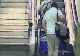 Dagens klumpeduns i rulltrappan