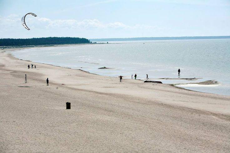 Porin Yyterissä on kuuden kilometrin pituinen hiekkaranta ja ranta on tunnettu laajasta dyynialueestaan.