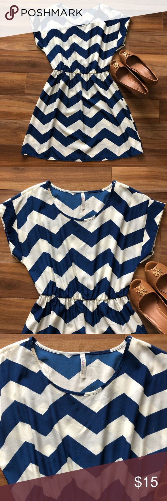 Chevron print dress 👗 Put it on and go! Chevron print dress is light and does it all! From casual to cocktail hour, with alternating zig zag stripes in white and navy blue. Waist is cinched to flatter your figure.   🌟Machine wash 🌟Great condition  🌺Make an offer 💵Bundle and save Dresses