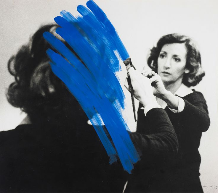 Helena Almeida CORPUS, sa photographie incarne ses dessins et ses peintures - http://www.blog-habitat-durable.com/helena-almeida-corpus-sa-photographie-incarne-ses-dessins-et-ses-peintures/