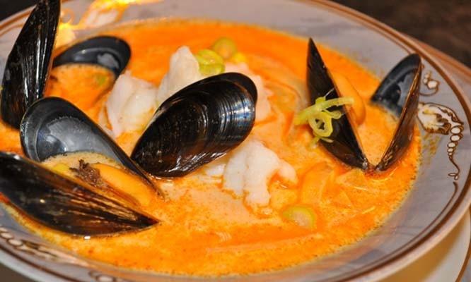 Smakfull fiskesuppe med blåskjell og karri
